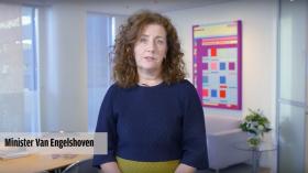 Minister Van Engelshoven steunt queerboeken.nl